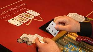 How to Play Against Yourself at a Poker Tournament